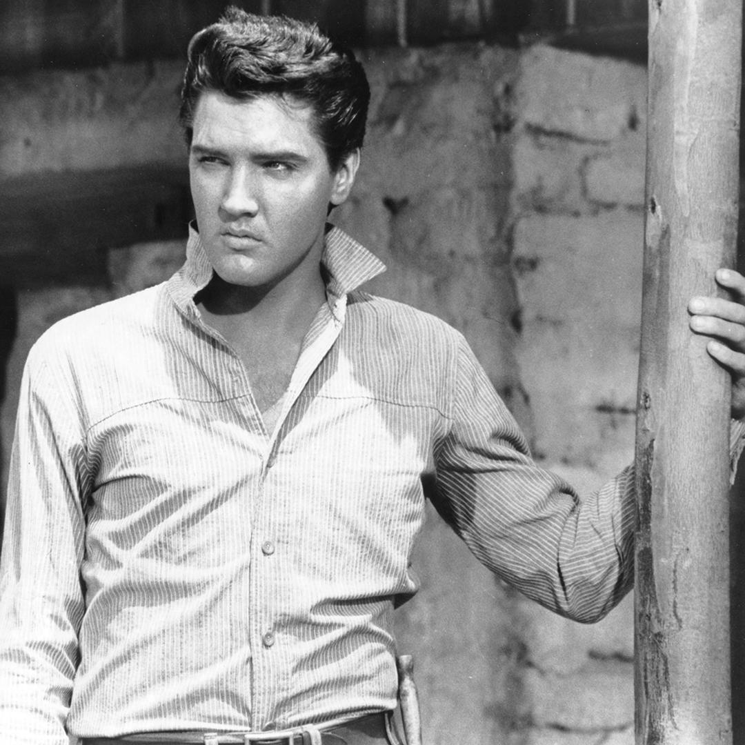 """""""Don't criticize what you don't understand, son. You never walked in that man's shoes."""" #Elvis https://t.co/aBH2AdPfdY"""