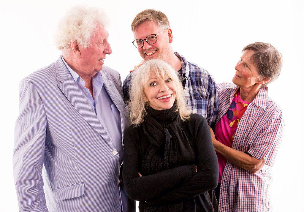 I love this photo from the 'Baker's End' recording today @Bafflegabble @ManningOfficial https://t.co/oI3UmwJZc7