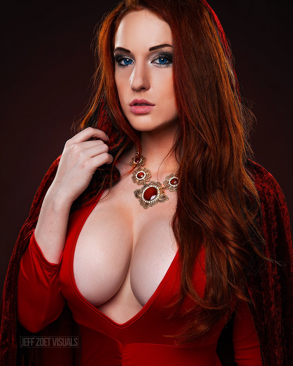 The Lord of Light compels you to look me in the eyes.  #Melisandre #ClaireAnaCosplay https://t.co/Xs3xx1Uu76