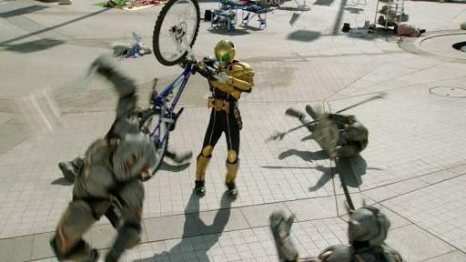 自転車も仮面ライダーウォークもすでにいるんだよなぁ… #アメトーーク #仮面ライダー芸人