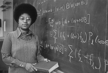 #TBT Shirley A. Jackson, American physicist & 1st woman to receive a PhD (nuclear physics!) from @MIT #WomenInSTEM https://t.co/zgNlks3zCY