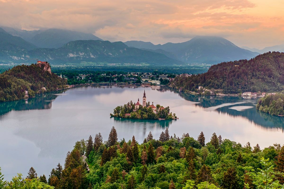 Lake Bled, Slovenia: Where fairy tales and reality collide. Share this photo if you believe in the magic of travel. https://t.co/fYkkbayvZp