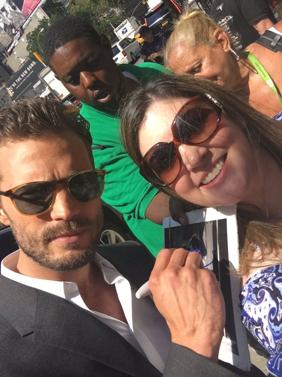 Shaking!!!! Just got a photo with #JamieDornan https://t.co/bTZYnIyJAr