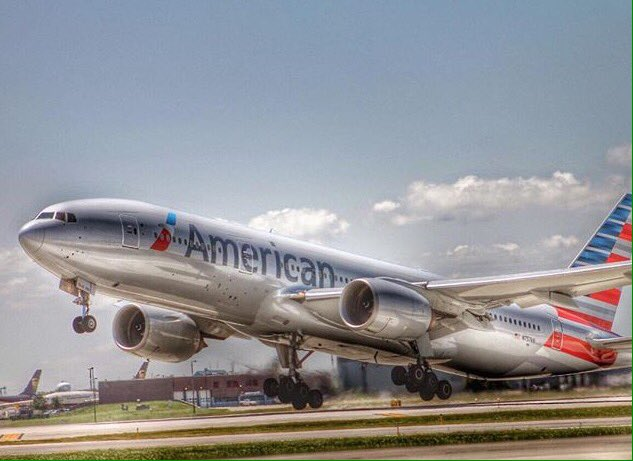 Up, up and away @AmericanAir! (taaruj / Instagram)