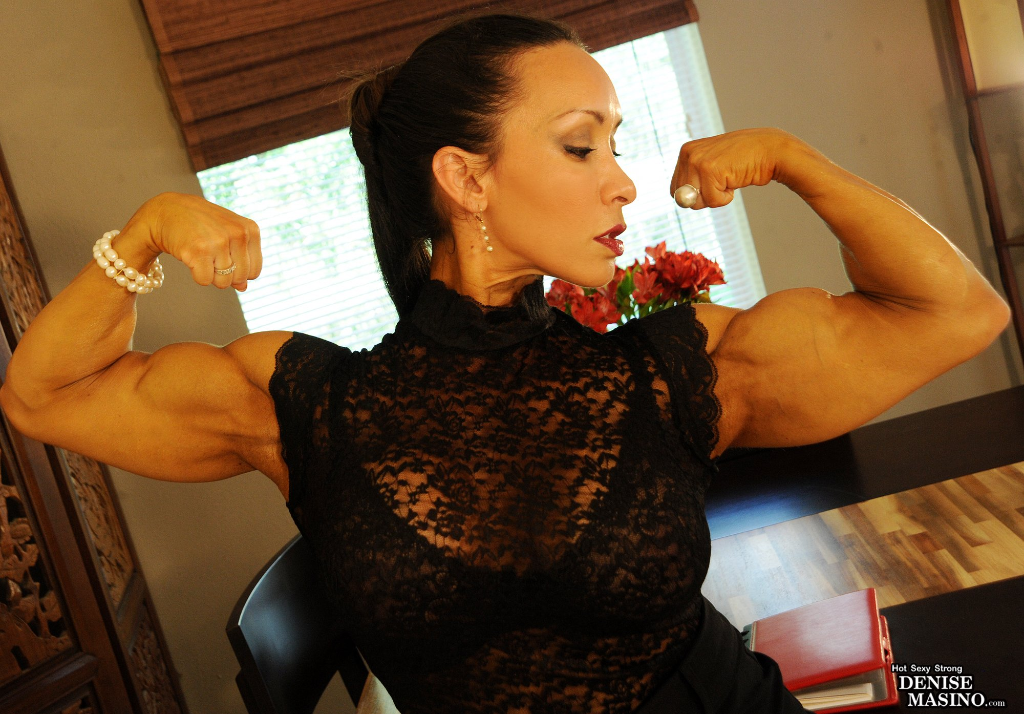 RT @Denise_Masino: I like what my arms do for this lace.  #Fashion #Lace #ChicksWhoLift #MissFit4Life https://t.co/m9cMf27mnp
