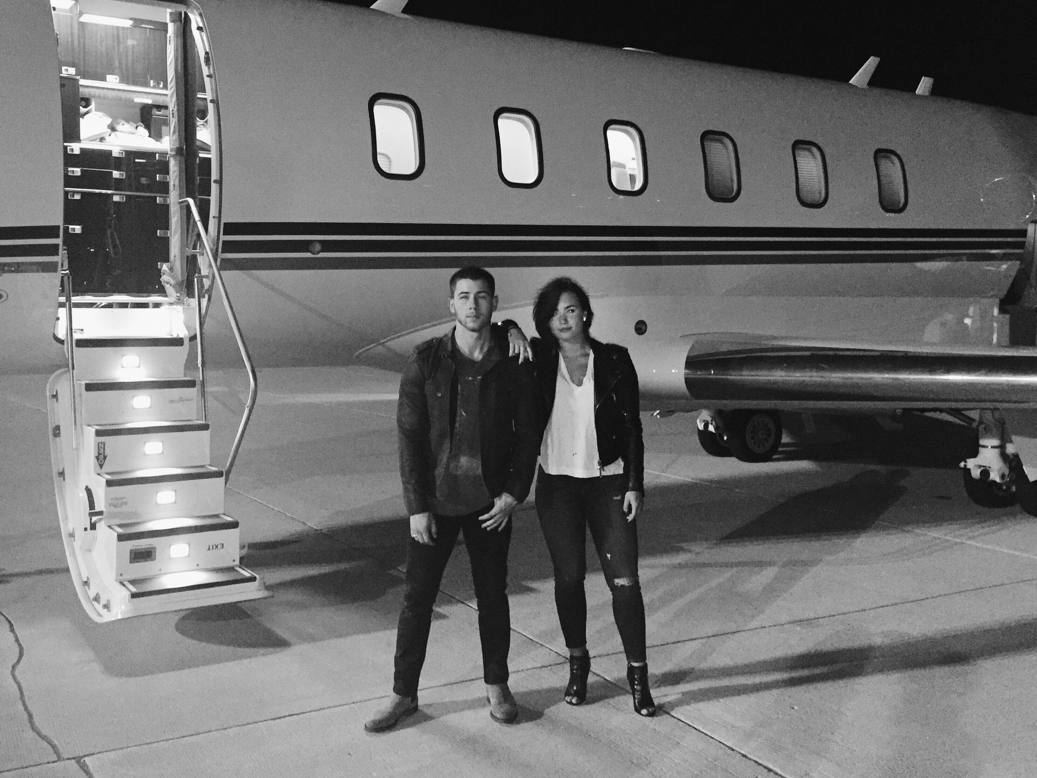 Big thanks to @netjets for getting @ddlovato and I to the #HondaCivicTour stops! See you tomorrow St. Louis https://t.co/wGe2iXtMYv