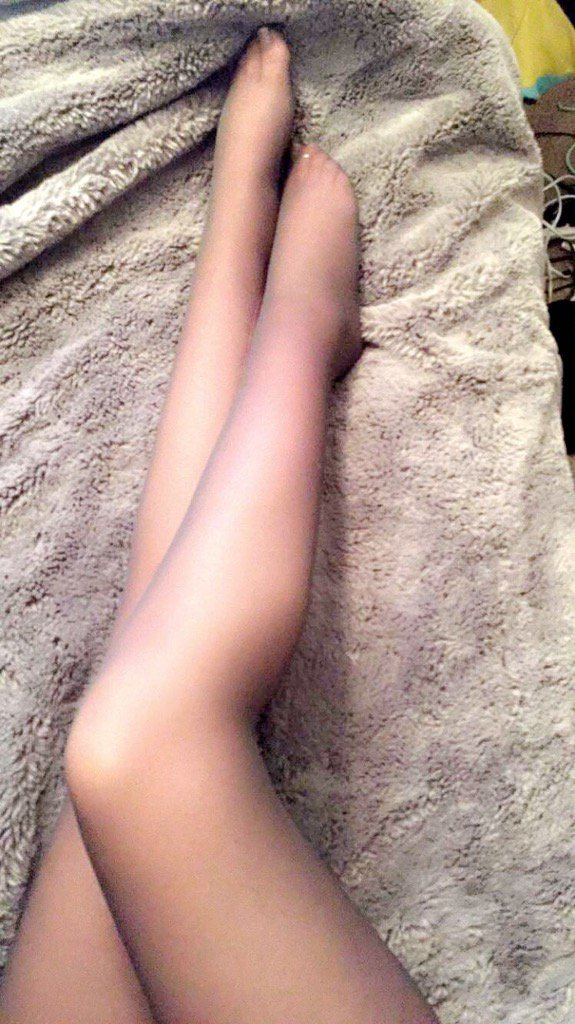 Worship MY long legs? Stop staring & TRIBUTE! ur welcome for blessing u w/ a pic of MY perfection?? #femdom
