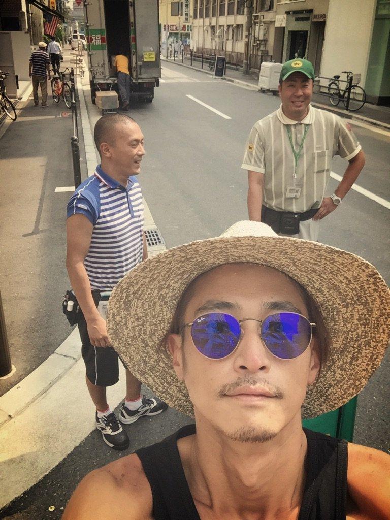 佐川さんとヤマトさんと福山さんが路上で立ち話! #運送会社  思わず撮らせてもらってしまった。 和。…