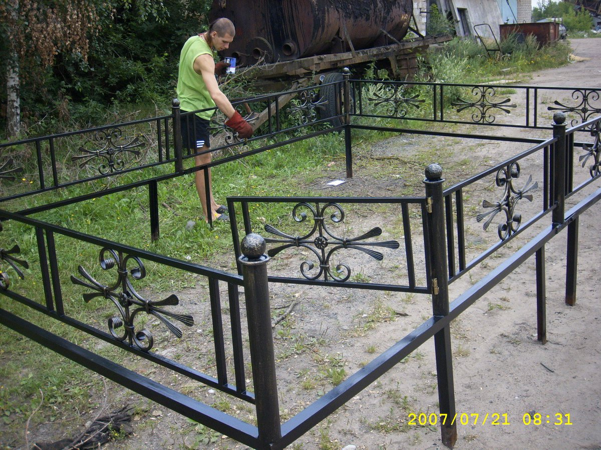 Забор на кладбище своими руками