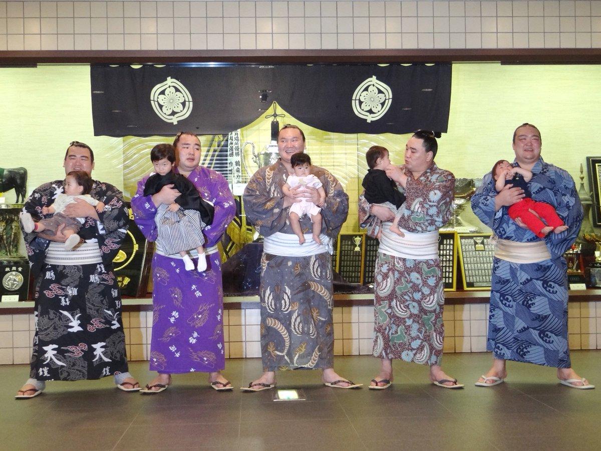 <明日より、大相撲九月場所前売り開始!>新発売の「赤ちゃん抱っこと撮影4人マスC席」は関取に赤ちゃん…