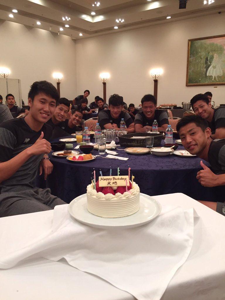 今日誕生日で20歳なりました! みんなに祝ってもらいました! 今年も色々な人に感謝してサッカー頑張り…