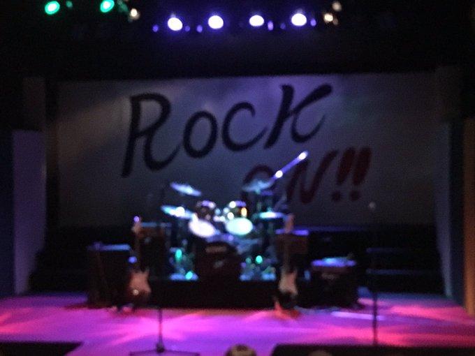 倉本夏希ちゃんの舞台、ROCK ON!!を観てきました。 会場に入って席を探していると、チョンチョンとされたので、誰かと思ったら、サイリウム売りの夏希ちゃんでした💕 ロック魂の熱い物語で、とっても、楽しかったです^ ^ https://t.co/CuICUpUCuA