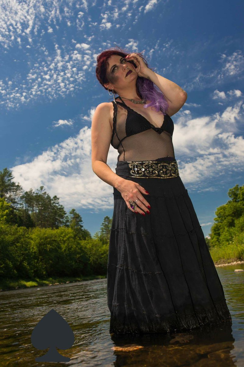#beneathme peasants #bowdown #worshipme I will take over your mind! #femdom #hypnotize #hypnodomme #goth