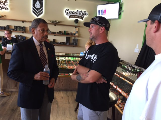 Great to visit @GoodLifeVapor, a budding local business providing jobs and low-risk, smoke-free products. https://t.co/D61Mx8H06u