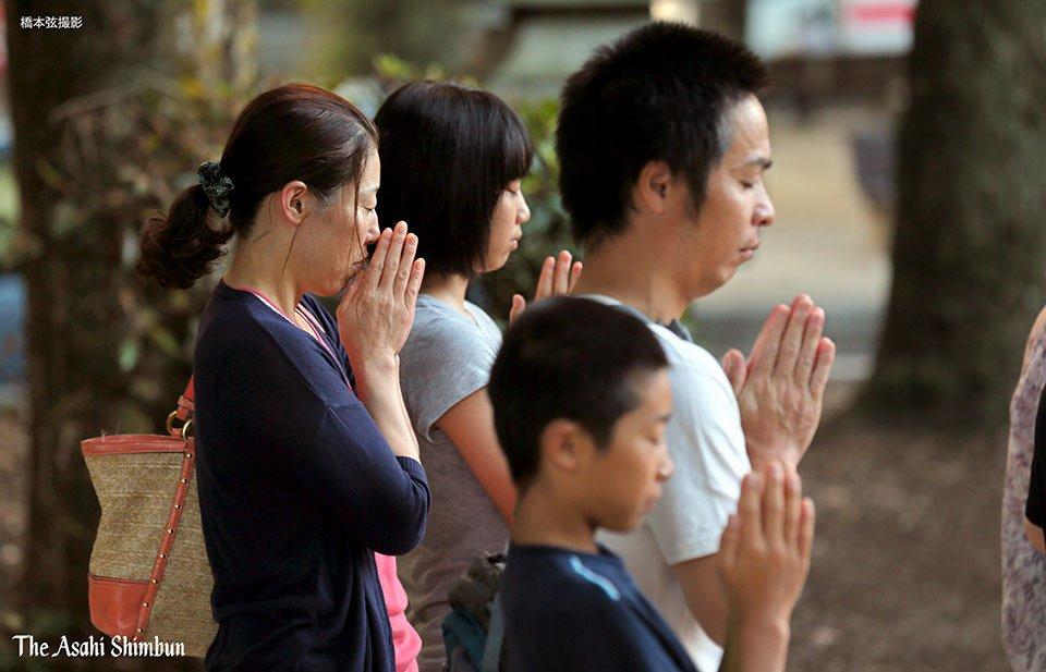 t.asahi.com/julo 原爆投下から71年。広島市内では、手を合わせる人の姿が見られました…