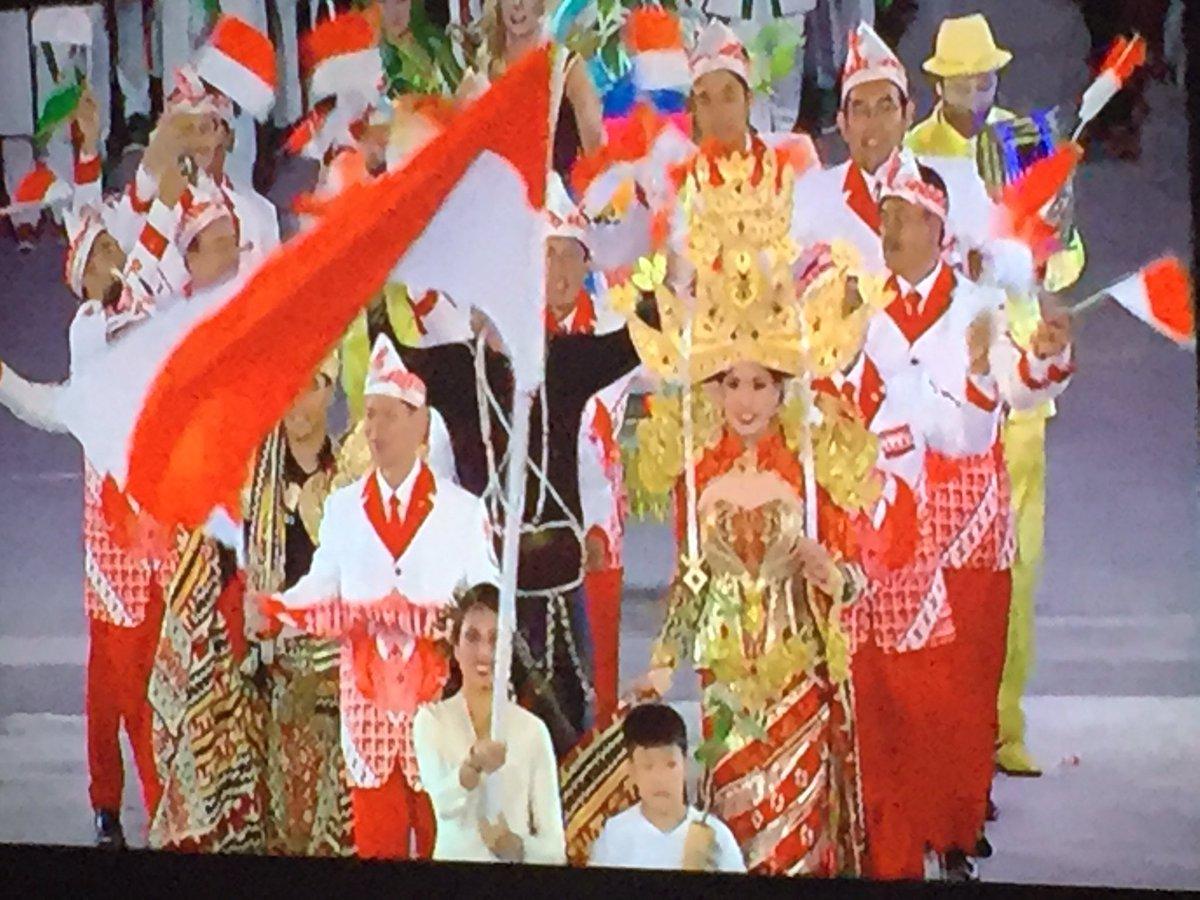 #Indonesia best dressed so far #OpeningCeremony #Rio2016 https://t.co/ecdMCidWQj