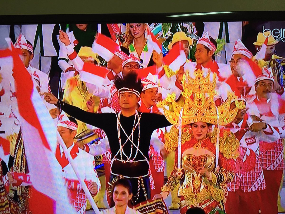 Indonesia wins the most impressive outfit so far #OpeningCeremony #Rio2016 https://t.co/G92ckOakND