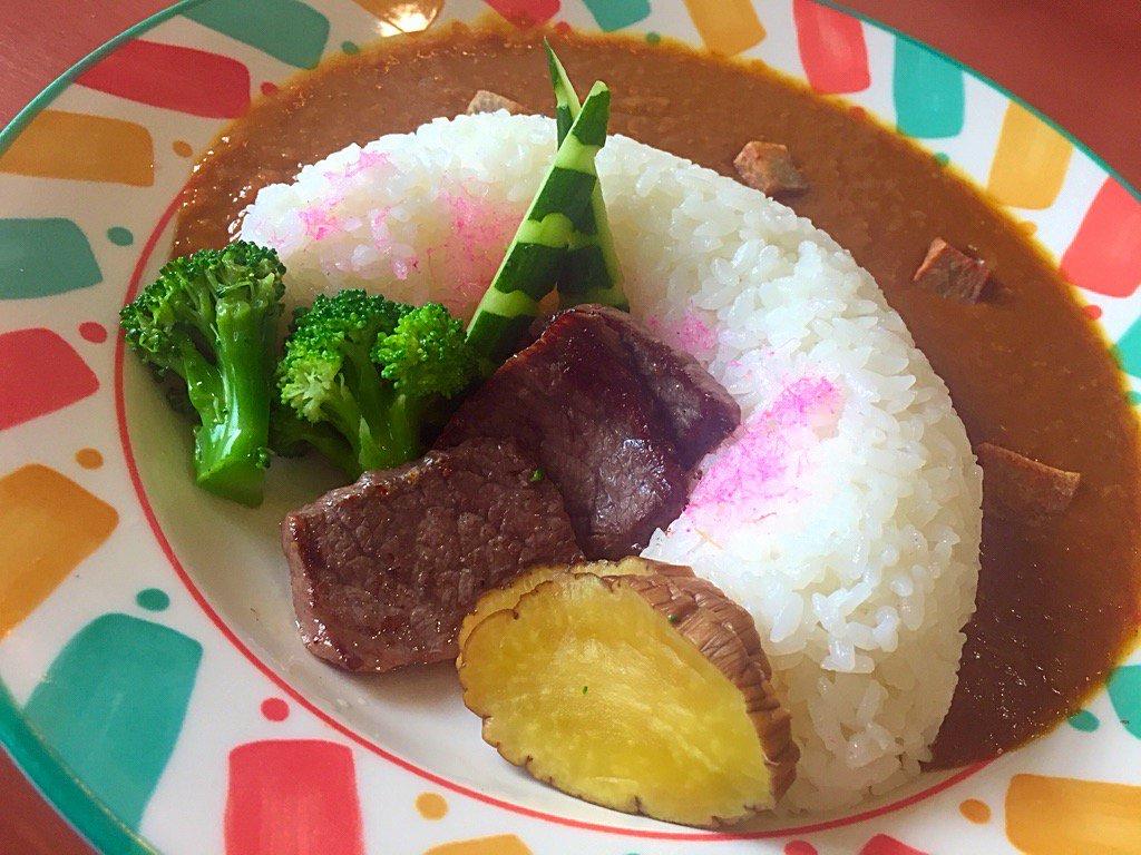 先日、 #高橋優 さんも食べた山内あいのの温泉のダムカレー。 これ、、、、、予想外に(すみません(^^;;)めっちゃうまでした! カレーもちゃんとしてるし!いぶりがっこも良い!お肉はちゃんと横手黒毛和牛!!!  #yokote https://t.co/UrEr6xBSdV