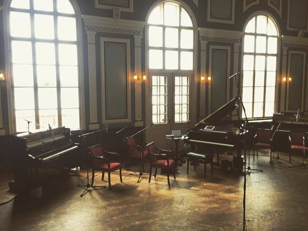 How many pianos can I play at once? :)) you will find out on Monday.. #doria #islandsongs https://t.co/DB9Ttcs17n