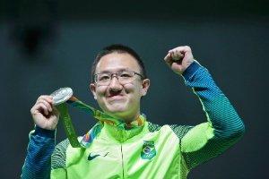 RIO2016 - Felipe Wu medalha prata Tiro 10m agradece  apoio Exército Brasileiro @exercitooficial  @DefesaGovBr https://t.co/fIO2C3WUCi