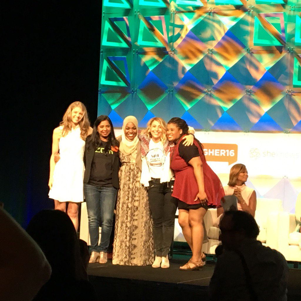 All 5 contestants #thepitch sponsored by GoDaddy. Vote at https://t.co/I3CIiL5wqP today. #BlogHer16 https://t.co/o76pAPZqoz
