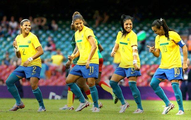 Sem frescuras, sem estrelismos, sem medo de ser feliz...  As meninas do Brasil #Futebol #BRA https://t.co/HPQB25wHT7