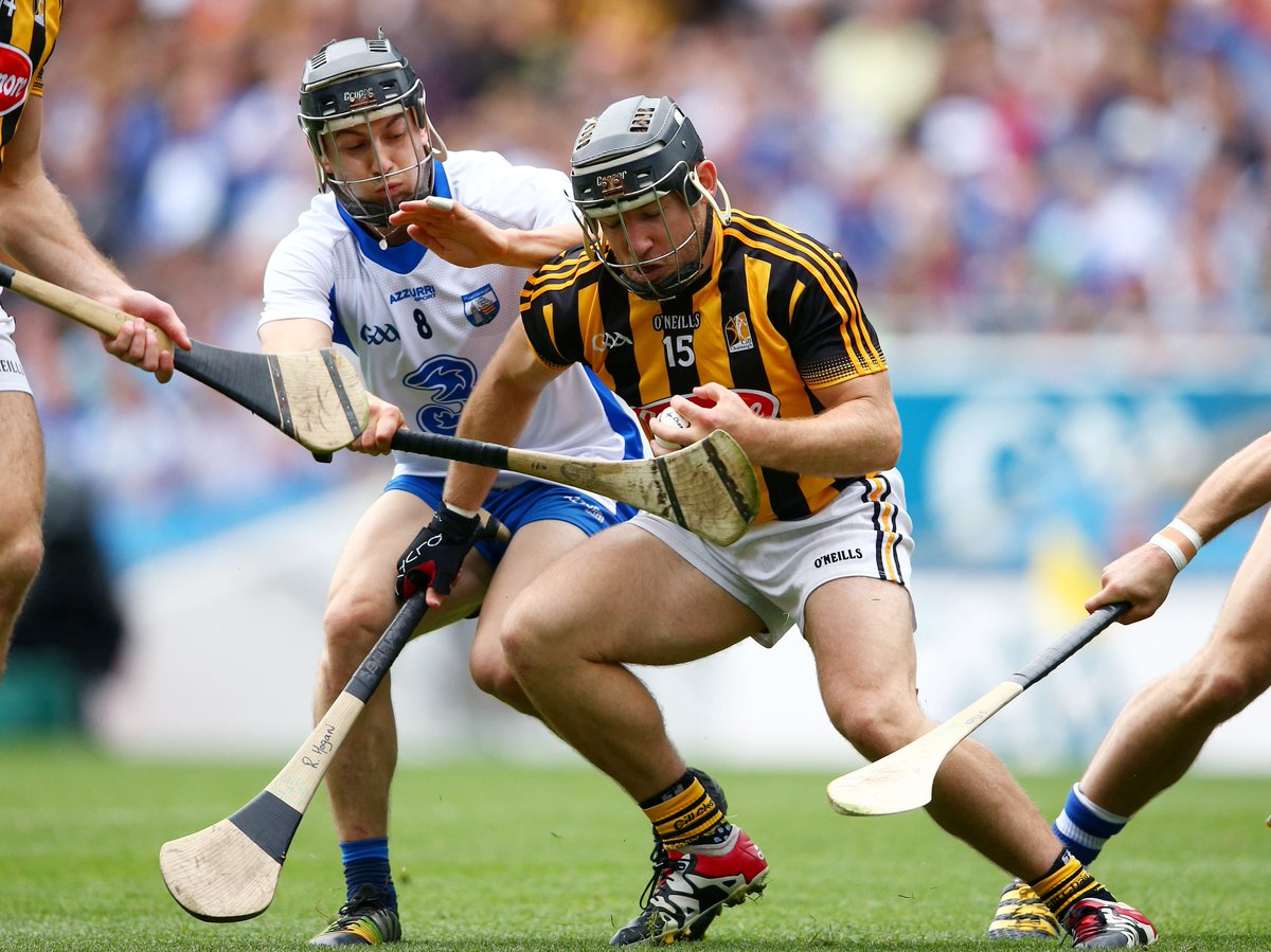 An exciting first half and only one point separates the two sides. @KilkennyCLG 0-12 @WaterfordGAA 0-13. #KKvWAT https://t.co/DuFUPWfh0T