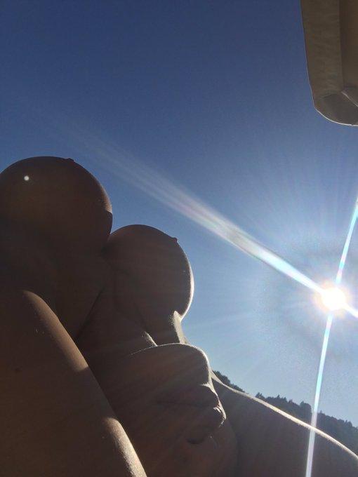 The sun and my boobs https://t.co/5T7b2zEaDN