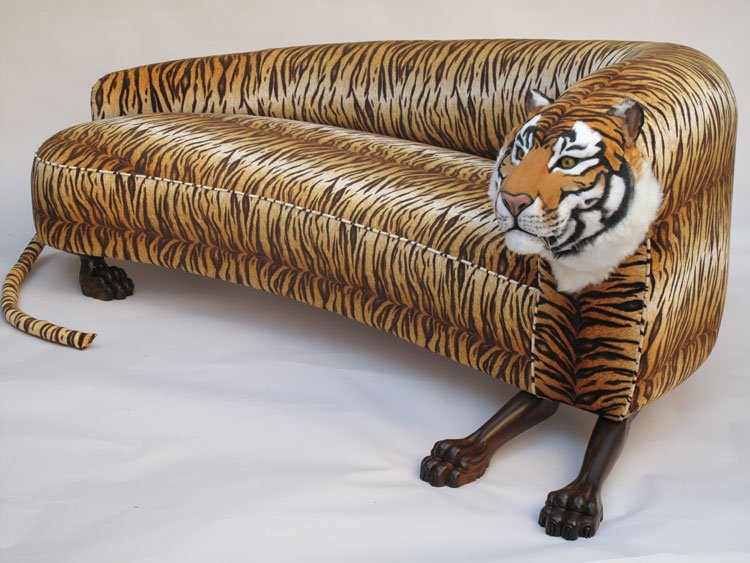 A couch that looks both comfy and TERRIFYING! #tiger https://t.co/ezqpf0sy0z https://t.co/B8dndeBvVQ