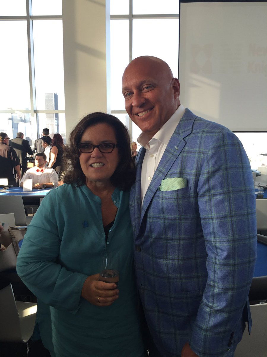 Hey @Rosie! Great to meet you last night! What an amazing night for an amazing cause!!! @autismspeaks #chipin4autism https://t.co/DXpGhIgqZu