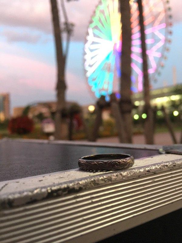 さっきのショーの時に投げ銭で指輪が入っていました。 くれたのだったらそれはそれでいいんですが、たまにかっこいい方が財布を裏返して小銭全部入れてくれた時に気づかず入れてしまっていることがあるので。 なくしてお困りの方連絡待ってます。 https://t.co/4m89Y75PyJ