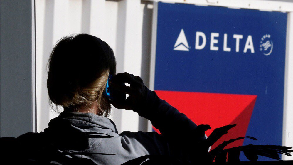 Computer outage halts departing Delta Airlines flights