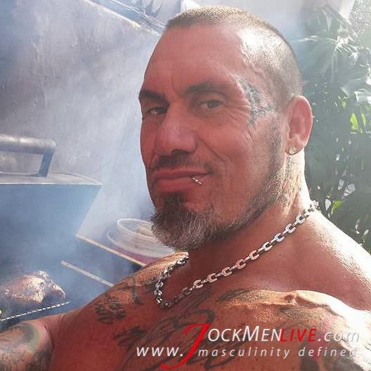 live musclemen