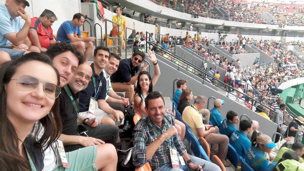 La hinchada de @DIRECTVSports alentando a #Delpo @milenagimon @daniarcucci @santialonsook @giraltpablo @NicoFazio https://t.co/1rCWlbm6Rr