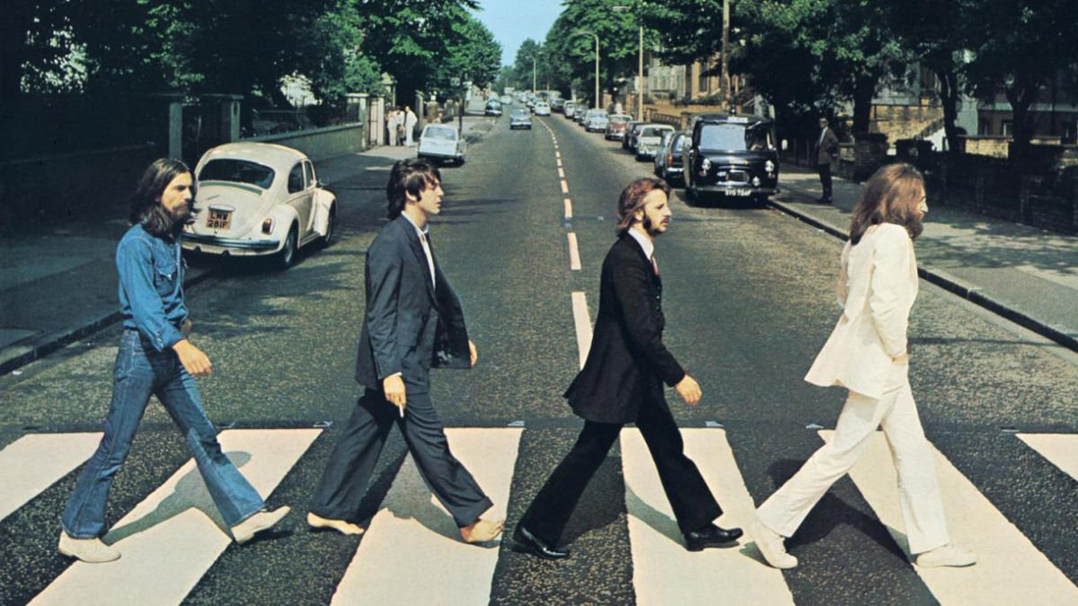 Today in Beatles History (August 8, 1969): The Beatles walk across a zebra crossing for the cover of Abbey Road. https://t.co/aPUdn4yWr7