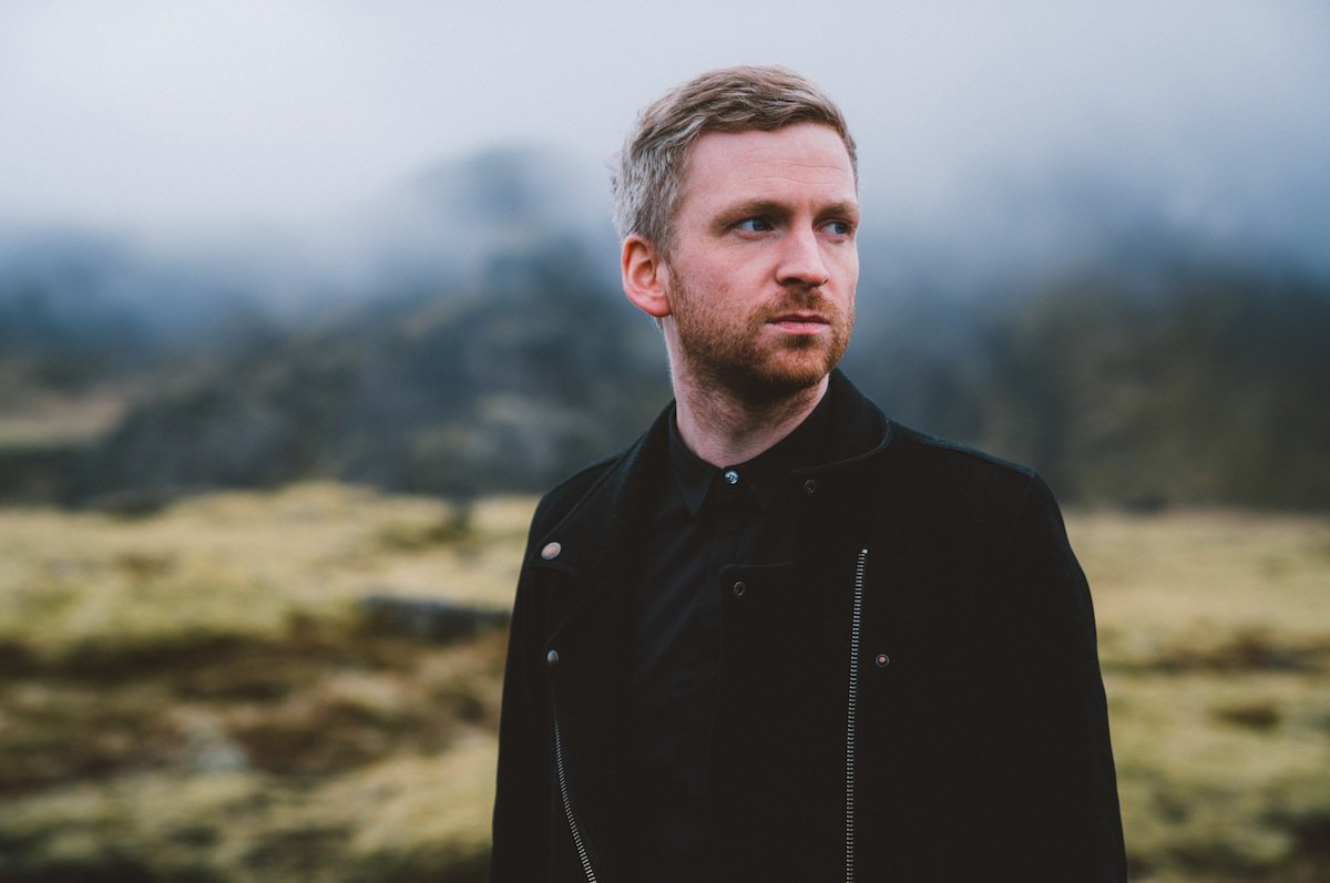 Un hermoso tributo a Islandia y sus músicos locales hecho por @OlafurArnalds https://t.co/s6OF6r3mTy #islandSongs https://t.co/DxUM5WQ8SW