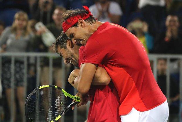.@RafaelNadal and @marclopeztarres win in doubles vs. Del Potro / Gonzales  6-3,5-7, 6-2 #vamos #ESP #Rio2016 (EFE) https://t.co/M6gUy9iSmb