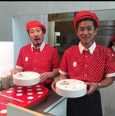 大阪梅田ブリーゼブリーゼ 1Fメディアコートにある森永乳業さんのピノフォンデュカフェではオリジナルのピノを自分で作って楽しめるので皆さんも是非〜 13:30-15:00まで笑い飯も店にいます。  #ピノフォンデュ  #らしくない服 https://t.co/Nu2LIwxiUO