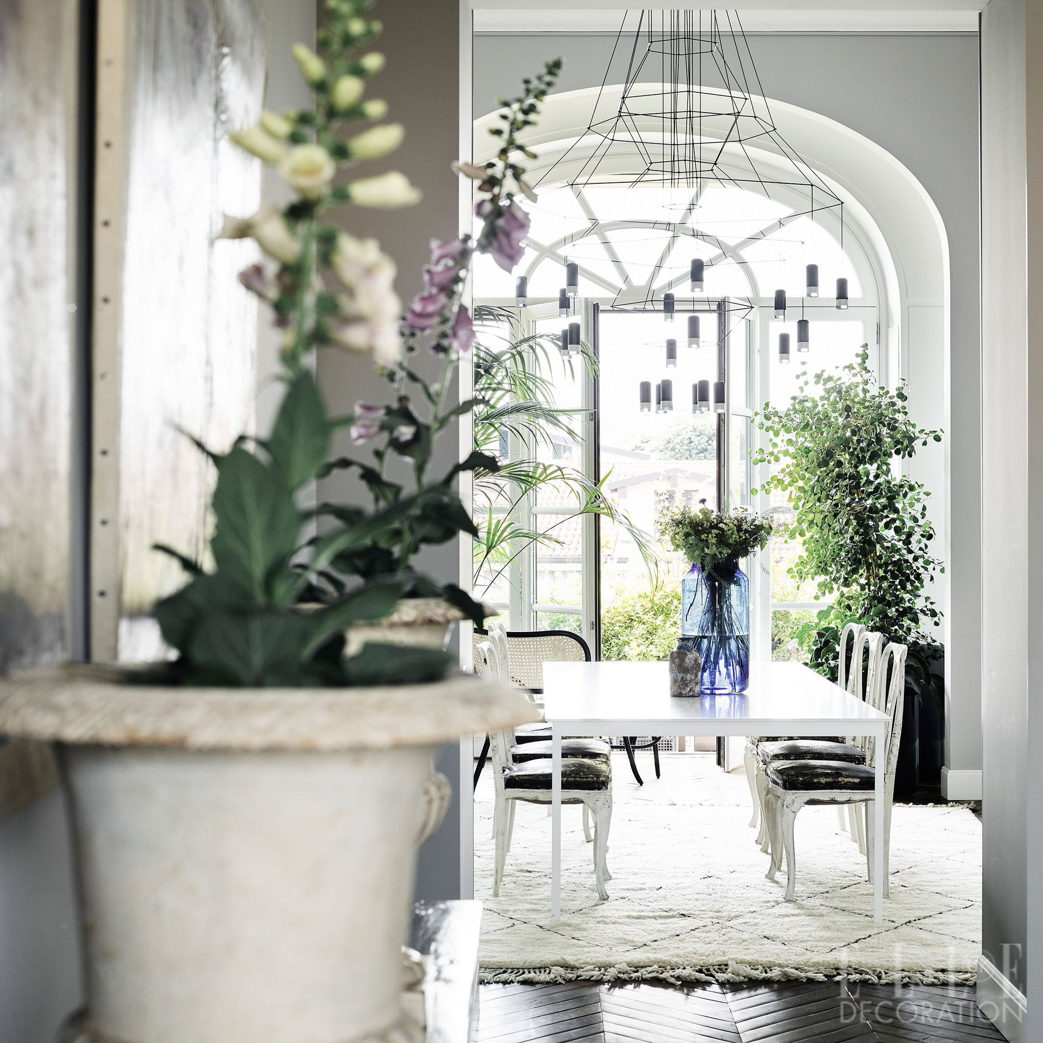 Milan: Plants bring life to this elegant apartment and create a city oasis on the balcony #EDUKSeptember16 https://t.co/cEQR4Z6BL5