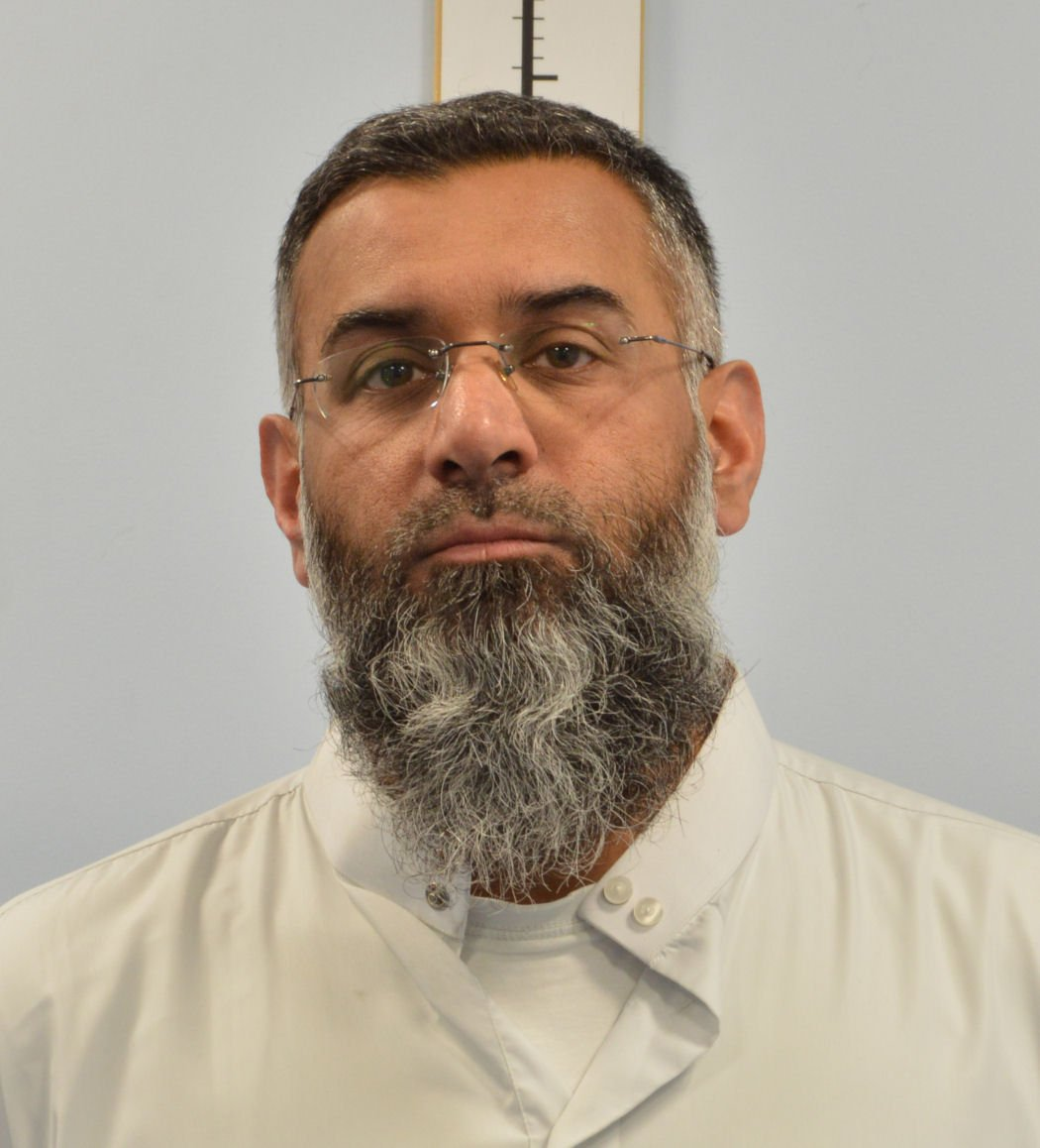 And here it is, the moment you've all been waiting for.....Anjem Choudary's mugshot https://t.co/iqJsRi03dX