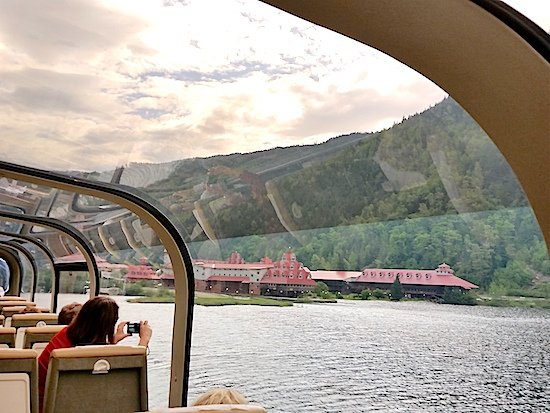 """""""The Rocky Mountaineer is Canada's ocean liner of the rails, serene and luxurious..."""" https://t.co/eyxPc8UQbM #TTOT https://t.co/oCShZQBCjY"""