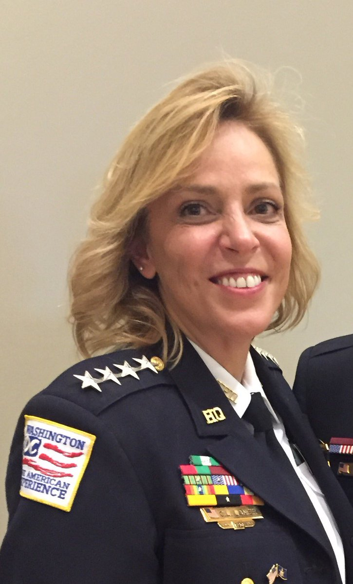 After 26 yrs with MPD, the last 10 as Chief of Police, Cathy Lanier announces her retirement effective next month https://t.co/Y0eYDH7BsB