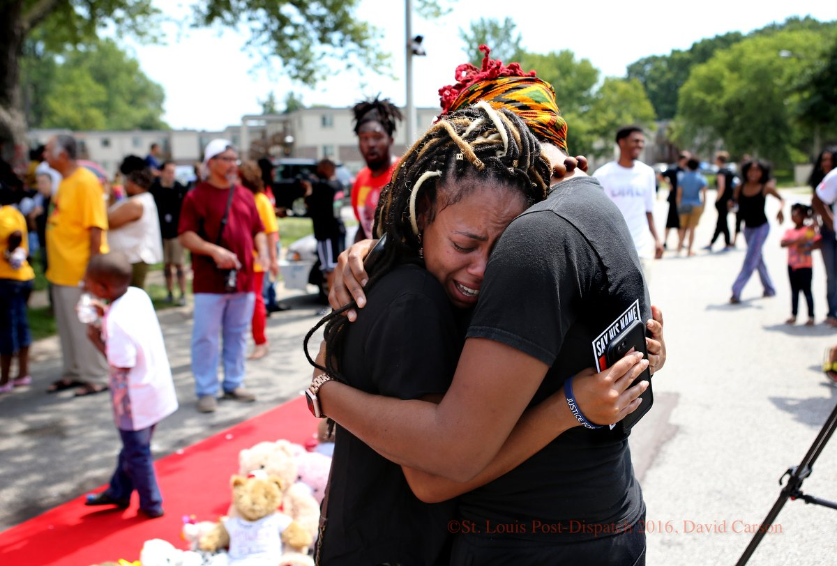 Pictures from the Michael Brown memorial ceremony on Canfield Drive in #Ferguson on Aug. 9, 2016 https://t.co/vXTXXlE67N