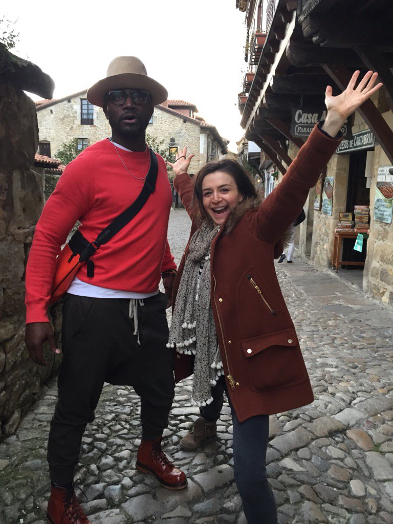 Not a selfie, but unbearably cute of @caterinatweets and @TayeDiggs https://t.co/tsbfvTvtZu