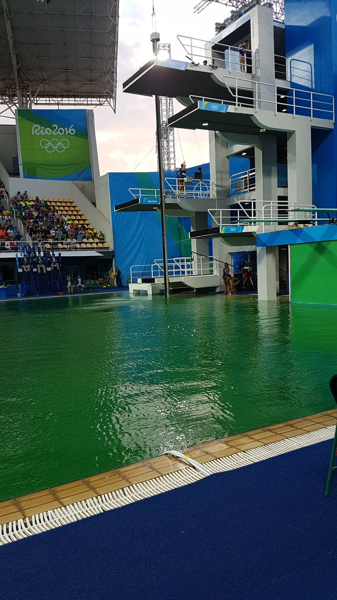 Wait is someone playing a joke or are we celebrating St Patty's Day early here in Rio? #divingpond #Olympics https://t.co/CsxxperHvM