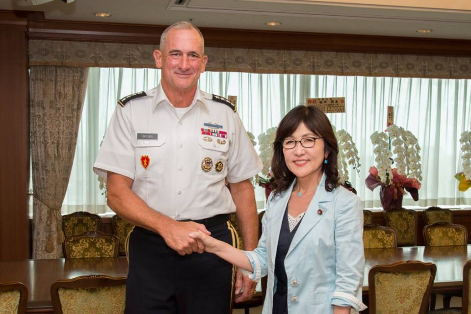日本を初めて公式訪問した米太平洋陸軍司令官のブラウン陸軍大将が8日、防衛省を訪れ、稲田防衛大臣らを表敬訪問しました。(U.S. Army in Japan 公式FBより) https://t.co/OLP362sSHJ https://t.co/6Jiotqesc2