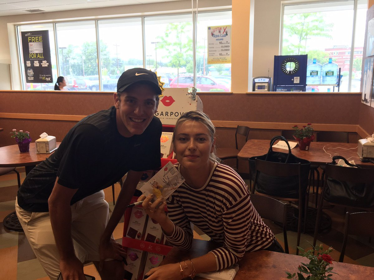 RT @codymfam: @MariaSharapova meeting you was a dream come true! You remembered me when I came back for a 2nd autograph #starstuck https://…