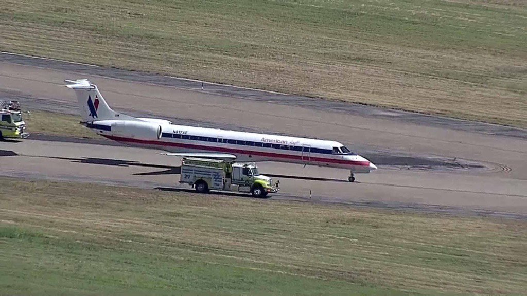 American Eagle flight lands safely at DFW Airport after trouble with landing gear