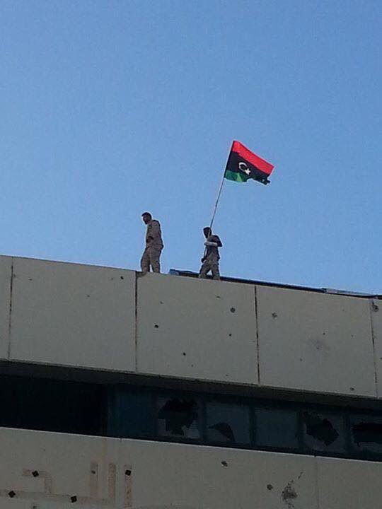 New photo: The Libyan flag on top of Ougadougou Conference Center in Sirte #Libya. #ISIS/Daesh's black flag is down! https://t.co/qIbBJRaEMw