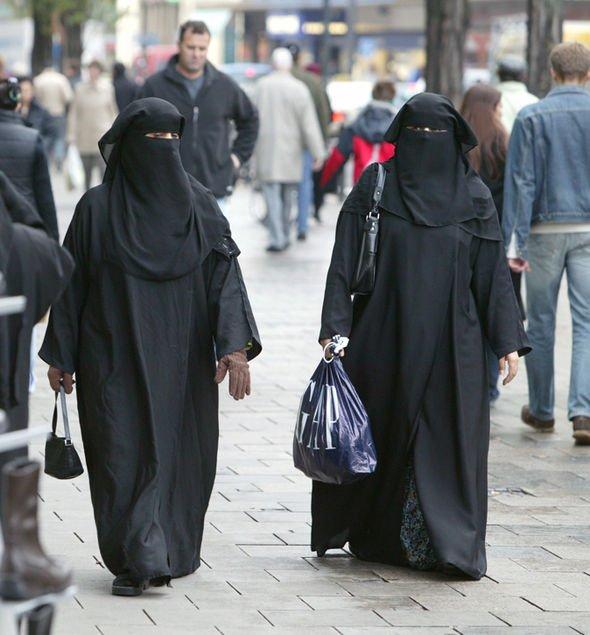 🇩🇪 #Terrorisme L'#Allemagne va interdire le port de la burqa, pour «raisons de sécurité». (Ministre de l'Intérieur)